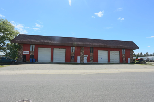 Multi-purpose warehouse space(s).  Spaces available include 1,800 sqft clear span , (30' x 60');  and 5,400 sqft.   $0.50/ft modified gross lease.   1 year minimum with 3% annual adjustments.   14' overhead doors. Gas heat. Easy north/south access.  Some spaces include office(s).  Owner pays water, sewer, property tax & insurance, structural and roof.  Tenant responsible for refuse, gas, electric.   16' ceilings.